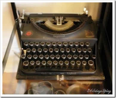 Papa Palheta Old Typewriter