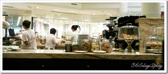 Cafe Beviamo Counter