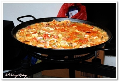 Open air cooking of paella
