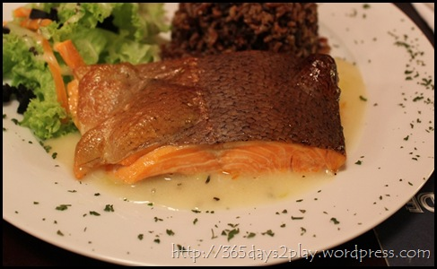 Pink - Baked Salmon with Low-fat Leek & Onion Sauce