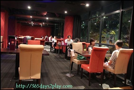 Dozo - Seating Area