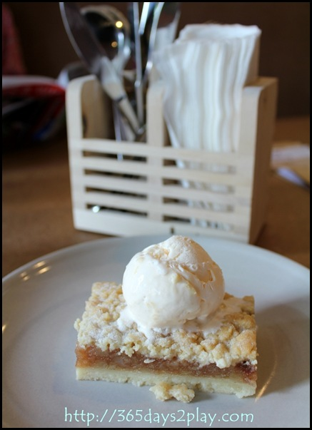 Broun Cafe Apple Crumble with Ice Cream