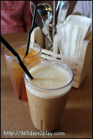 Broun Cafe Kopi Broun and Ice Lemon Tea