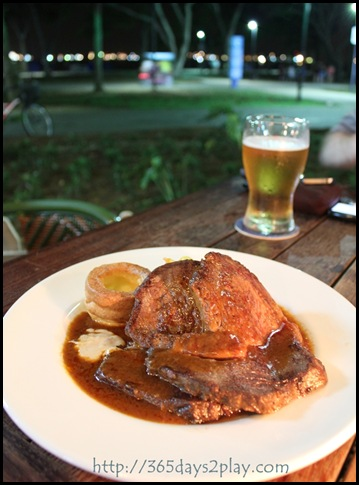 Scruffy Murphy's - Roast Beef with mashed potatoes and Yorkshire Pudding (2)