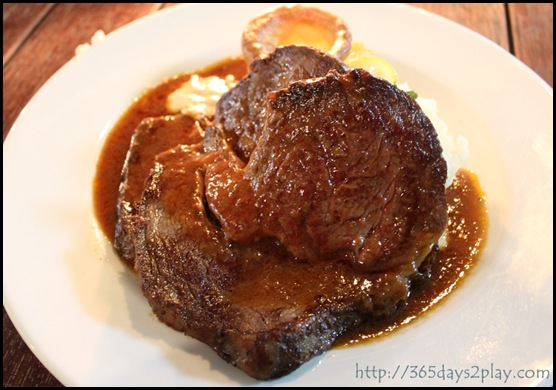 Scruffy Murphy's - Roast Beef with mashed potatoes and Yorkshire Pudding