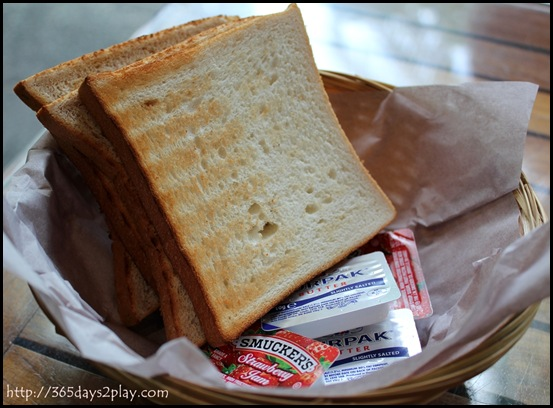 Casa Verde - Toast with butter and jam