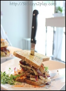 Soho7-Chicken-Bacon-Swiss-Cheese-n-Avocado-Burger-3_thumb.jpg