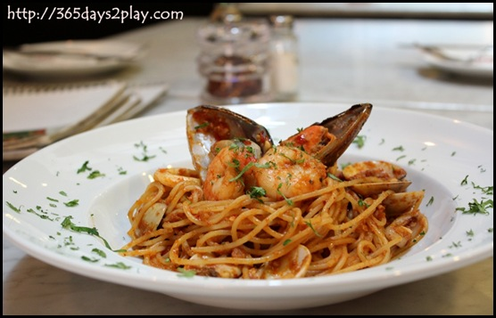Mont Calzone pizza & pasta -Sambal marinara pasta
