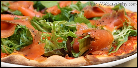 Mont Calzone pizza & pasta - Smoked salmon pizza