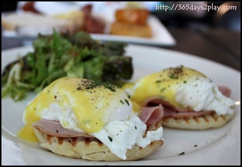 Blackbird Cafe - Eggs Benny