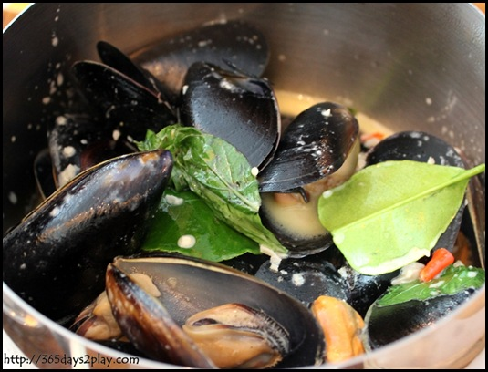 Queen & the Mangosteen - Pot of Mussels