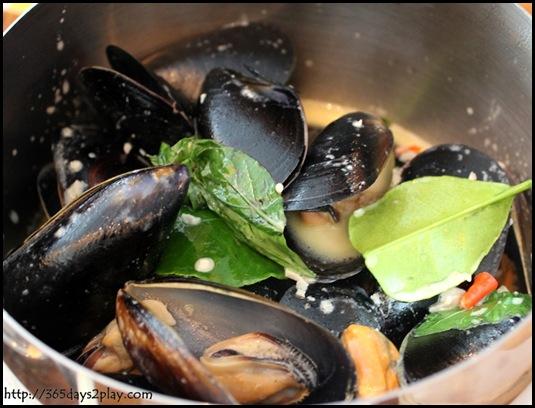 Queen & the Mangosteen - Pot of Mussels