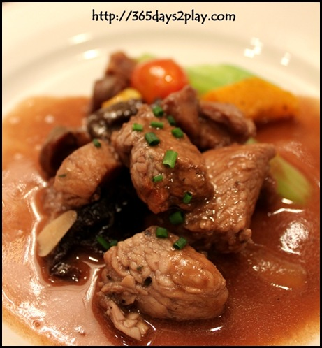 Rendezvous Hotel - Stewed turkey breast with chestnut and prune in red wine sauce