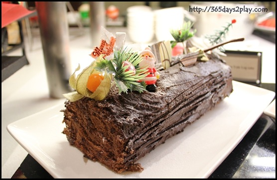 Grand Park City Hall - Christmas Yule Log Cake