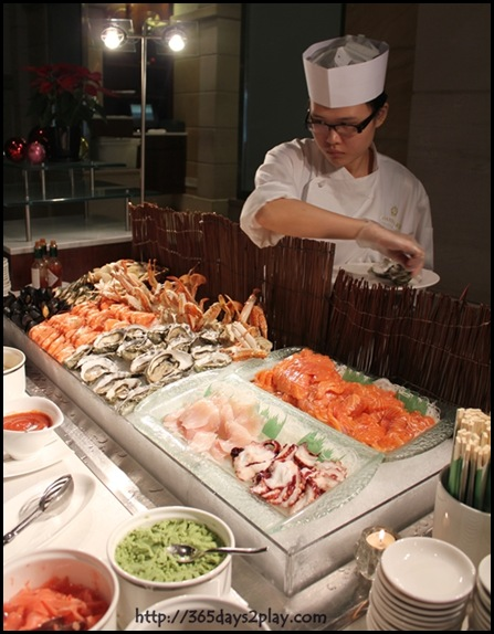 Grand Park City Hall - Fresh Canadian Oysters, Assorted Clams, Black Mussels, Tiger Prawns, Flower Crabs (2)