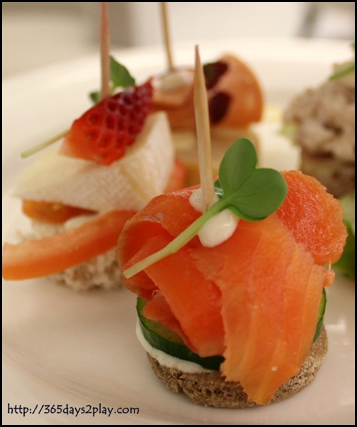 Rendezvous Hotel Palong Bar - Smoked salmon with walnut