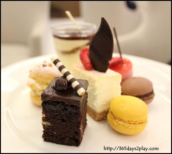 Rendezvous Hotel Palong Bar - Various Desserts