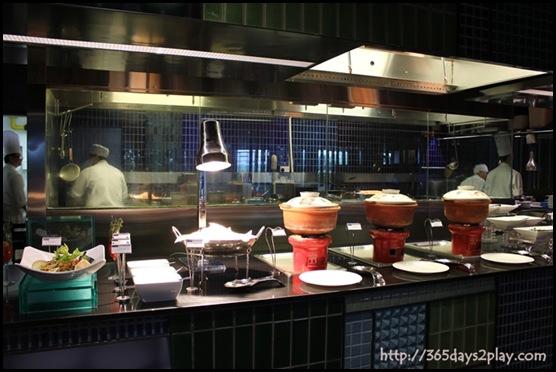 Crowne Plaza Changi Airport Azur Restaurant Buffet Line