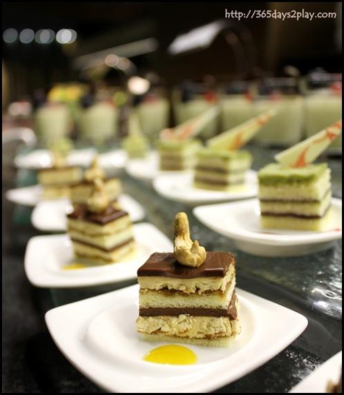 Crowne Plaza Changi Airport Azur Restaurant - Dessert Section