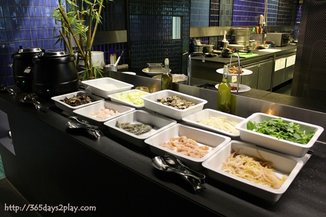 2012 january 15 365days2play fun food family crowne plaza changi airport azur restaurant do it yourself steamboat solutioingenieria Image collections
