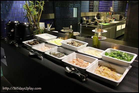 Crowne Plaza Changi Airport Azur Restaurant - Do it yourself steamboat