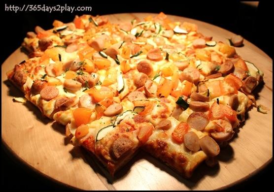 Crowne Plaza Changi Airport Azur Restaurant - Pizza