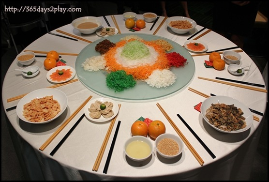 "Crowne Plaza Changi Airport Azur Restaurant - Salmon and Abalone Yu Sheng in Chef's special dressing ""Ginger Shoyu"" (2)"