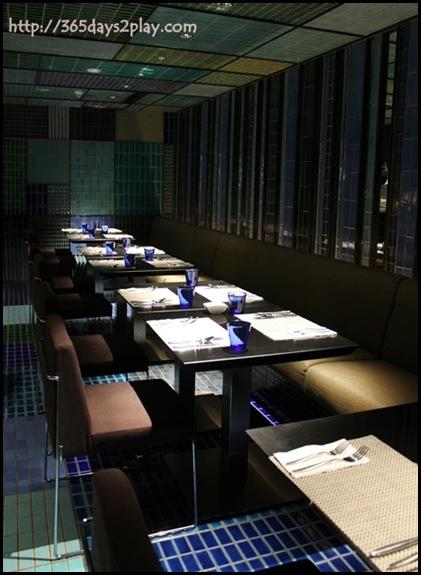Crowne Plaza Changi Airport Azur Restaurant Seating Area