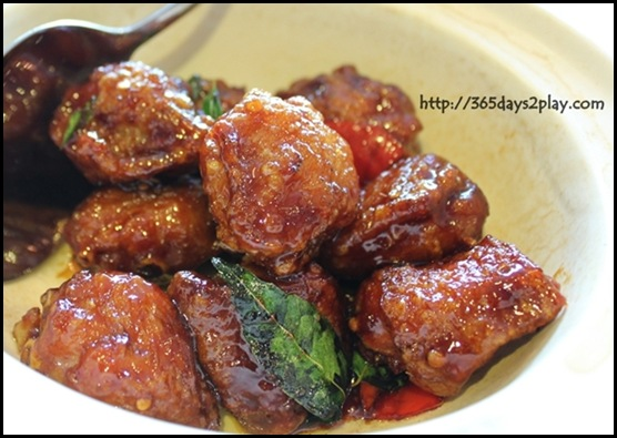 Paradise Inn - sweet and sour chicken