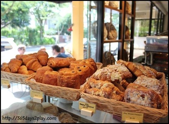 Baker & Cook - Croissant Basket