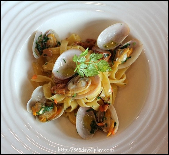 Il Lido - Linguine with Clams and Chanterelle Mushrooms