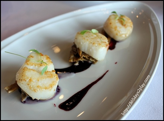 Il Lido - Roasted Scallops with Chanterelle Mushrooms and Blueberry Caramel
