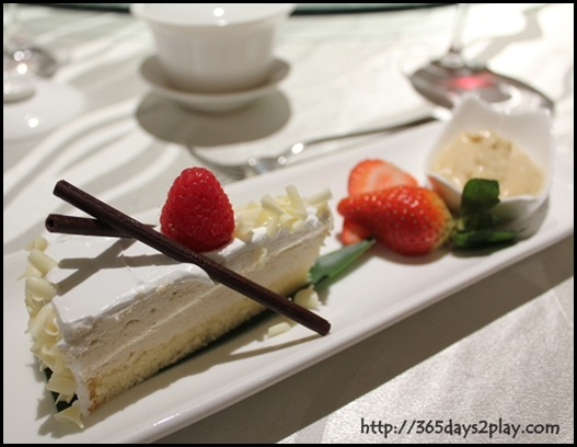 Mercure Roxy - DURIAN PASTE & DURIAN CAKE DELIGHT