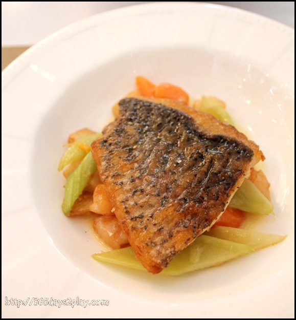 Boathouse - Atlantic Sea Bass with potato fricasse and asparagus