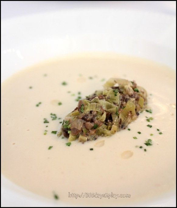 Boathouse - Fine smoothie of cauliflower mushroom & leek fricasse, perfume of truffle