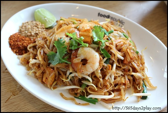 Food Republic @ 112 Katong - Bangkok Gem Stall Pad Thai with Prawns $6