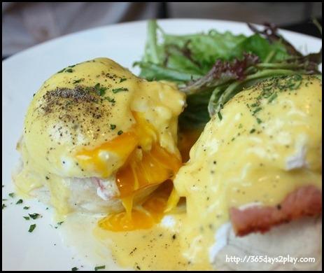 Nassim Hill - Eggs Benedict with smoked ham on white ciabatta $15