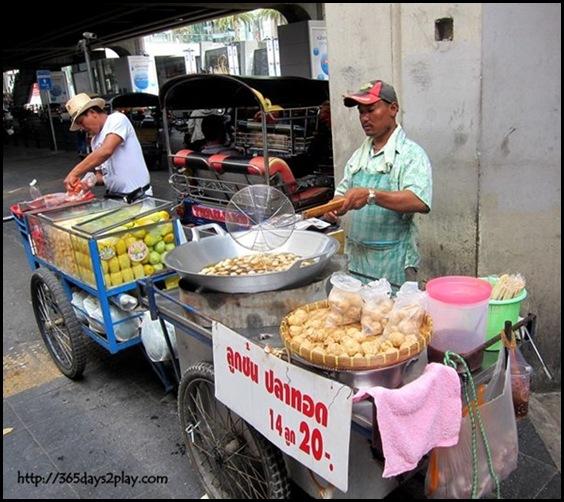 Bangkok Roadside Food Stalls (3)