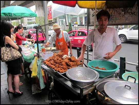 Bangkok Roadside Food Stalls (9)