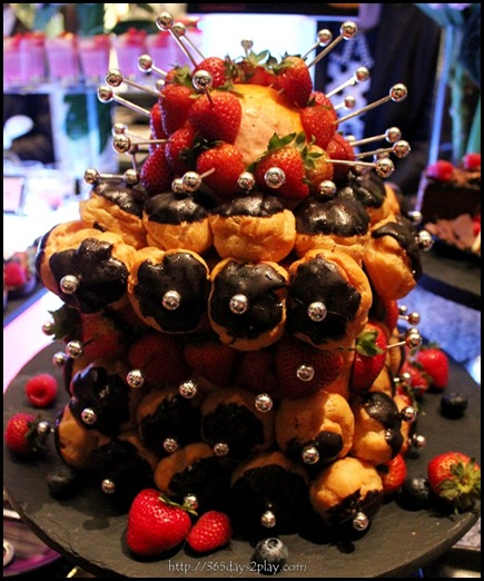 Croquembouche with Straberries (2)