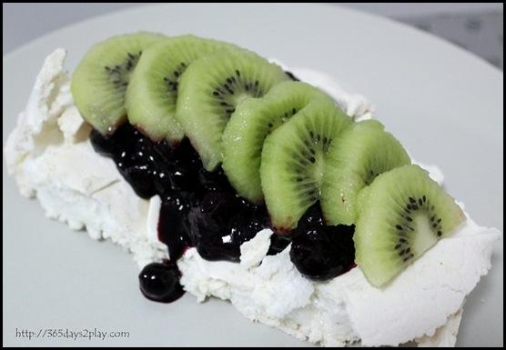 Kiwi Blueberry Pavlova (7)