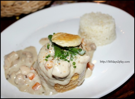 La Maison Fatien Singapour - Chicken Vol au Vent with rice