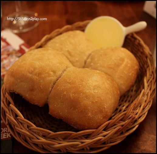La Maison Fatien Singapour - Complimentary Hot Bread