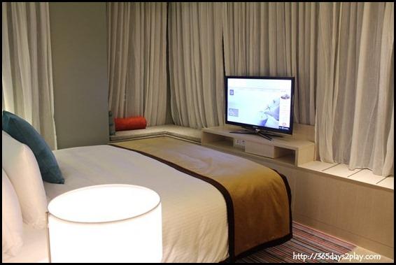 Oasia Hotel - Deluxe Corner Bed Room (2)
