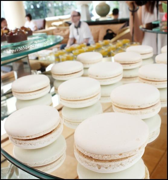 Ritz Carlton Chihuly Lounge Winter Afternoon Tea - Caramel Macaroon (2)