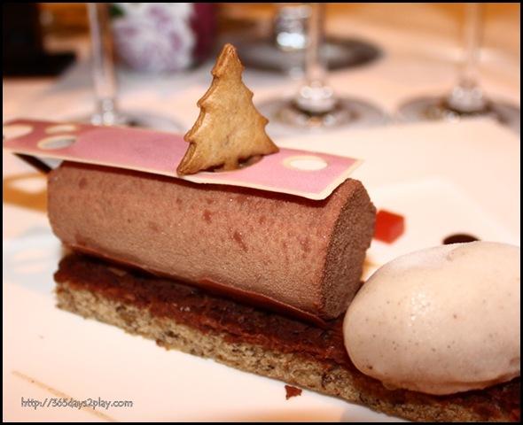 St Regis Brasserie Les Saveurs - Chocolate mousse, hazelnut feuilletine, gingerbread sorbet (6)