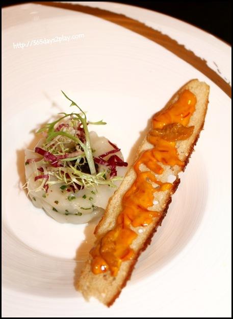 St Regis Brasserie Les Saveurs - Hokkaido Scallop tartare, caviar, sea urchin, rouille toast