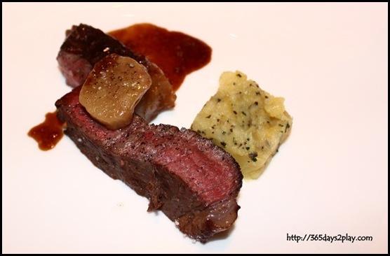 St Regis Brasserie Les Saveurs - Wagyu beef sirloin, potatoes mousseline, bone marrow, bordelaise jus (4)