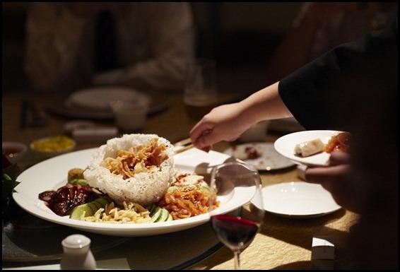 Four Seasons Hotel Wedding - Jellyfish, Wasabi Prawn Roll, Roasted Duck, Crispy Silver Fishes and Drunken Chicken) (3)