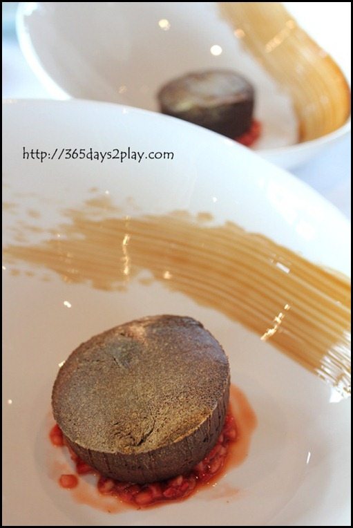 Il Lido Sentosa -  Molten Lava Chocolate Cake with Strawberries and Balsamic (2)